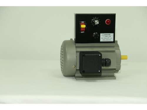负载大小,电机额定转速也会发生变化。